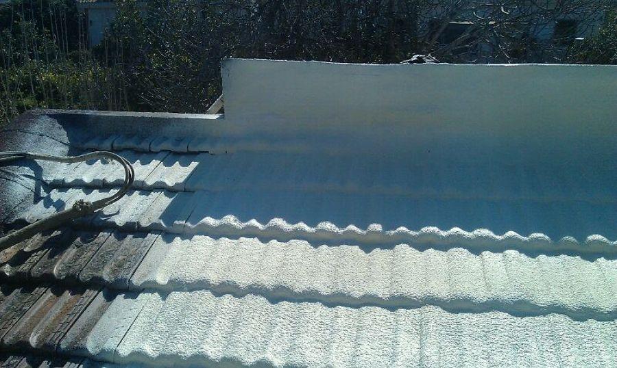 proyeccion-de-espuma-de-poliuretano-de-alta-densidad-sobre-tejado_619009